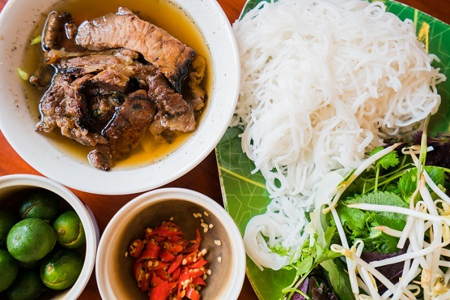 plate of vietnamese noodles and meat