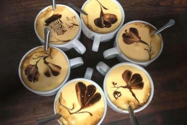 circle of coffee mugs